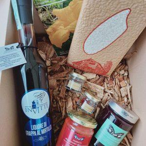 Confezioni regalo con prodotti bio di cascina
